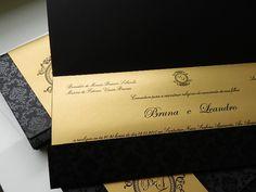 Valor para o convite de envelope preto, faixa com várias opções de cores,Convite 14x31cm, papel Color plus preto 250 gr com impressão verniz total interno e faixa papel Gold Auriun importado 125 gr com impressão normal ,nome do convidado atrás na faixa, individuais,strass, platificação. Consult...