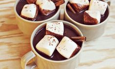 It's hot chocolate month! Let's honor this month long holiday by making hot chocolate at home. Here are 10 recipes for very creative homemade hot chocolate. Best Hot Chocolate Recipes, Cocoa Recipes, Yummy Drinks, Yummy Food, Pause Café, Pumpkin Waffles, Morning Drinks, Un Cake, Calla Lilies