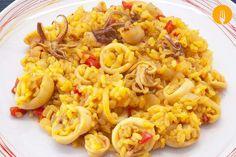 Arroz con calamares Hoy os traemos la receta para elaborar un delicioso arroz con calamares. Un plato muy sencillo, elaborado con unos pocos ingredientes,