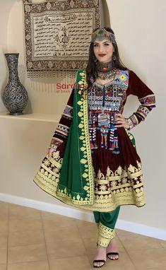 Afghan velvet Kuchi dress with charma dozi Indian Designer Outfits, Indian Outfits, Arab Fashion, Boho Fashion, Pakistani Bridal Lehenga, Pakistani Dresses, Afghani Clothes, Afghan Wedding, Afghan Girl