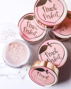 BACK IN STOCK, PEACHES! This universal peach tinted setting powder works to bri… BACK IN STOCK, PEACHES! This universal peach tinted setting powder works to brighten skin and create a silky smooth matte canvas! Pretty Makeup, Love Makeup, Beauty Makeup, Setting Powder, Makeup Brands, Best Makeup Products, Beauty Products, Too Faced Peach, Piel Natural