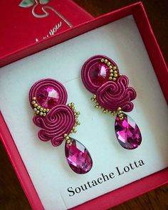 In mot cases, other metals will have been blended with the gold in order to increase the resilience, as well as lower the rate. Soutache Tutorial, Earring Tutorial, Soutache Necklace, Beaded Earrings, Beaded Jewelry, Shibori, Earring Trends, Cute Jewelry, Beaded Embroidery