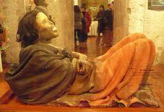 La Momia Juanita se encuentra en el Museo Santuario de Altura del Sur Andino de la Universidad Católica de Santa María de Arequipa, Perú. La manta que cubre su cuerpo se encuentra en excelente estado, ayudado esto por el clima frío del lugar donde se encontró, pero también por la óptima calidad del tejido.
