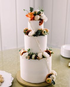 Can't decide on your favorite trend? Choose them all! This cake incorporates geode details, fresh florals, plus extra sugary sweetness on top. See more rustic wedding cake, decor, and dress ideas at rusticweddingchic.com 🌹 @sugar_and_stems via @oakmeadoweventcenter Wedding Cake Rustic, Wedding Cakes, Chocolate Drip Cake, Two Tier Cake, Take The Cake, Wedding Cake Inspiration, Drip Cakes, Wedding Cake Designs, Wedding Desserts