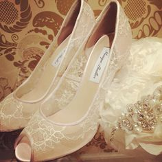 "Happy Easter! TREAT SPYS Monique Lhuillier heels! Picture take from""Shop blog"" on our website...☆  #MoniqueLhuillier#weddingshoes#heels#wedding#bridal#thetreatdressing#treatdressing#instafashion#ザトリートドレッシング#トリートドレッシング#トリート"