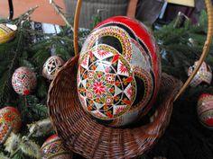 Romania Ukrainian Art, Egg Shells, Easter Eggs, Folk Art, Arts And Crafts, Culture, Crafty, My Style, Places