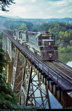 Net Photo: CRR 3626 Clinchfield Railroad EMD at Catawba, North Carolina by Kyle Korienek Collection Railroad Bridge, Railroad Tracks, By Train, Train Tracks, Railroad Pictures, Railroad Photography, Old Trains, Train Pictures, Train Engines