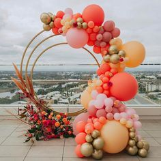 Balloon Decorations 74478 Fresh Ideas And Wedding Trends 2020 ★ wedding trends 2020 round shaped altar with flowers and balloons pampas grass simone_creative Balloon Backdrop, Balloon Garland, Backdrop Decor, Gold Backdrop, Ceremony Backdrop, Balloon Columns, Wedding Balloon Decorations, Wedding Balloons, Decoration Birthday