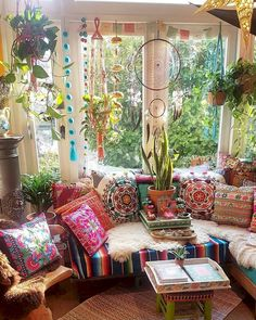 Make your Living room all the more beautiful, cozy, relaxing & boho chic with a bohemian decor. Here are the best Bohemian living room decor ideas for Bohemian House, Bohemian Living Rooms, Bohemian Bedroom Decor, Boho Home, Boho Decor, Hippie Living Room, Bright Living Room Decor, Bright Bedroom Ideas, Gypsy Home Decor