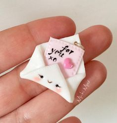 Ciondolo lettera d'amore in polymerclay e argento regalo Polymer Clay Charms, Polymer Clay Jewelry, Clay Crafts, Arts And Crafts, Pottery Handbuilding, Pasta Flexible, Clays, Polymers, Cold Porcelain