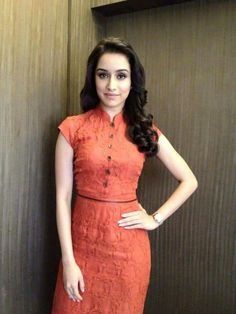 Looking awesome 😙 Prettiest Actresses, Beautiful Actresses, Beautiful Bollywood Actress, Beautiful Indian Actress, Beautiful Women, Indian Celebrities, Bollywood Celebrities, Shraddha Kapoor Cute, Sraddha Kapoor