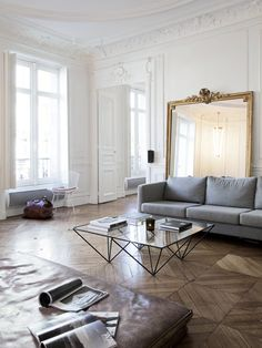 素敵で憧れのインテリアといえば、パリを思い浮かべる方も多いかもしれません。エレガントで女性らしいアイテムがあったり、モダンで洗練されたデザインがあったりとパリジェンヌはお部屋作りも上手です。