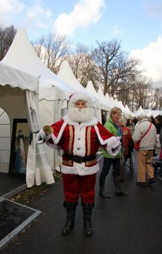 6 t/m 9 december is weer de grote 'Kerstmarkt op Keukenhof' een van de meest bijzondere en meest unieke kerstmarkten van NL! IJsbaan, kerstcircus, wintertuin en veel meer... www.kerstopkeukenhof.nl