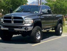 Dodge Ram 3500 truck lifted( I think that I'm in love with who ever owns this truck)