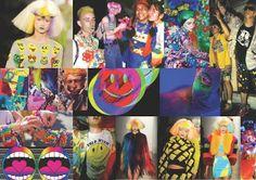 acid rave xuất hiện trên đường băng với những chiếc áo in hình mặt cười, trang phục với màu nhuộm sáng .