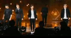 {GIF} Harry being himself during Louis' solo on XF Italy