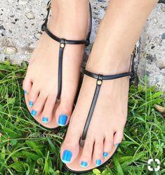 Beautiful Sandals, Beautiful Toes, Feet Soles, Women's Feet, Long Toenails, Blue Toes, Pretty Heels, Barefoot Girls, Foot Pictures