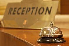 Poznaj niemieckie zwroty przydatne podczas pobytu w hotelu. Rezerwowanie pokoju, dopytywanie o szczegóły i wiele innych! niemiecka wymowa