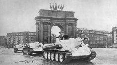 Su-122's driving through Leningrad.