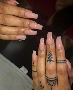 Looking for the best nail art for Look no further! We have found 35 of the very best nail art and are happy to share it with you. Hand Tattoos, Tattoo Femeninos, Finger Tattoos, Tatoos, Cute Acrylic Nails, Acrylic Nail Designs, Nail Art Designs, Gorgeous Nails, Pretty Nails