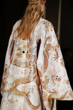 cool Valentino Spring 2016 Couture Fashion Show Details - Vogue Haute Couture Style, Couture Mode, Couture Details, Fashion Details, Couture Fashion, Runway Fashion, High Fashion, Fashion Show, Fashion Tips