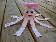 Water Bottle Octopus: a pretty pink octopus made from recycled material!