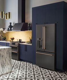Luxury modern kitchen with midnight blue cabinets and beautiful Matte Collection black appliances with Brushed Bronze finishes. Luxury modern kitchen with midnight blue cabinets and beautiful Matte Collection black appliances with Brushed Bronze finishes. Home Decor Kitchen, Rustic Kitchen, Kitchen And Bath, Smart Kitchen, Blue Kitchen Ideas, Bronze Kitchen, French Kitchen, Awesome Kitchen, Kitchen Colors
