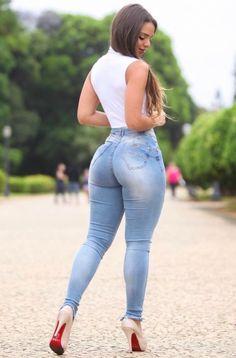 Beautiful woman in jeans Sexy Jeans, Skinny Jeans, Hot Girls, Sexy Women, Modelos Fashion, Sexy Curves, Malta, Ideias Fashion, Womens Fashion