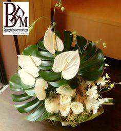 花ギフトのプレゼント【BFM】 モンステラをうまく使って シンプルなフラワーアレンジメント