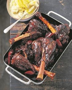 Jan Braai's Lamb Shank Port Potjie Braai Recipes, Oxtail Recipes, Lamb Recipes, Meat Recipes, Mexican Food Recipes, Cooking Recipes, Recipies, Sauce Recipes, Yummy Recipes