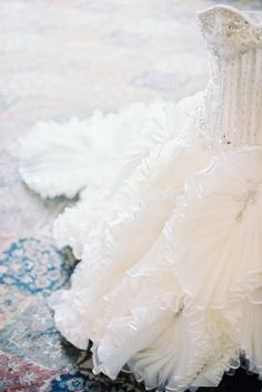 ruffles for days on this stunning dress by http://www.stephenyearick.com/  Photography by http://bwrightphoto.com