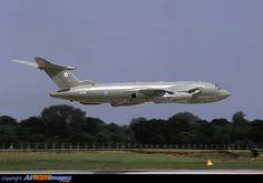 Handley Page Victor of low pass at RAF Fairford. Military Jets, Military Aircraft, Fighter Pilot, Fighter Jets, Handley Page Victor, V Force, Avro Vulcan, Experimental Aircraft, Commercial Aircraft
