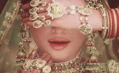 The best of the best international beauties Actress Aishwarya Rai, Aishwarya Rai Bachchan, Bollywood Actress, Bollywood Couples, Bollywood Celebrities, Bollywood Fashion, Royal Family Portrait, Pakistani Bridal Jewelry, Eid Outfits