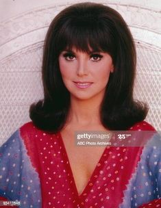 Fancy Hairstyles, Vintage Hairstyles, Hairstyles With Bangs, 1960 Hairstyles, Girl Pictures, Girl Photos, Stock Pictures, Celebrity Pictures, That Girl Tv Show