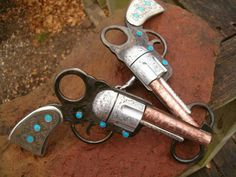 Pistols and turquoise bit ♥ Saw one of these at a flea market once. Pretty cool!