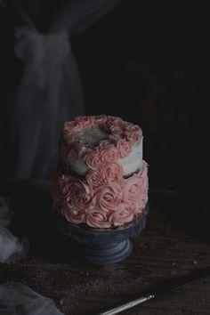 Coco e Baunilha: Bolo naked de amêndoa e ovos moles // Almond & egg cream rosette naked cake