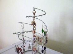 Fun Spiral Wire Jewelry Display Storage Rack by kellyscraftitems