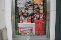 Williams-Sonoma wins the award for holiday display that makes us want to eat candy canes and drink peppermint-flavoured mochas! Candy Bark, Candy Canes, Peppermint Bark, Candy Shop, Williams Sonoma, Merry Christmas, Condo, Windows, Display
