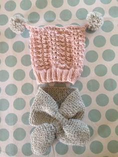 Barselgave. Lue mønster fra klompelompe. Smetteskjerf. Sandnes Alpakka Crochet Baby Hats, Baby Knitting, Knit Crochet, Baby Barn, Cocoon Sweater, Beanie, Wool, Children, Inspiration