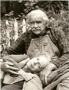 Grandpa and Grandma - loved the Waltons. Awesome Picture!!! The Waltons Tv Show, Walton Family, John Boy, Old Shows, Vintage Tv, Classic Tv, Timeless Classic, Old Tv, The Good Old Days