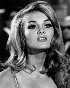 Barbara Bouchet in Casino Royale Cute Hairstyles For Short Hair, Hairstyles For Round Faces, Everyday Hairstyles, Bride Hairstyles, Hairstyles Haircuts, Short Hair Styles, Christian Bale, Greek Goddess Hairstyles, Barbara Bouchet