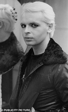 Then and now:Numan was the frontman of new wave band Tubeway Army in the 1970s and recently released another New Wave Music, Wave Rock, Gary Numan, 80s Makeup, One Wave, Gothic Rock, Music Icon, Post Punk, Pop Rocks