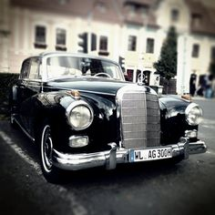 Old Diesel Mercedes. Hitler steaz! I love diesel cars.