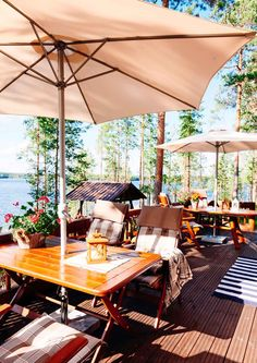 kuva Lake Cottage, Cottage Living, Cottage Style, Hammock, Painted Furniture, Beach House, Cabin, Outdoor Decor, Finland