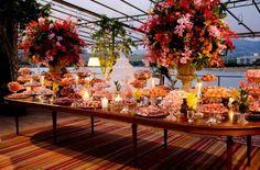 Existe uma grande diferença entre casamentos realizados na cidade e casamentos realizados em fazendas ou espaços no campo! A Nettis (clique) faz casamentos lindos e incríveis que vale a pena vocês ...