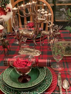 The Last Christmas Table Setting of the Season – Between Naps on the Porch Christmas Tabletop, Christmas Table Settings, Christmas Tablescapes, Christmas Decorations, Table Decorations, Last Christmas, Xmas, Beautiful Table Settings, Christmas Design