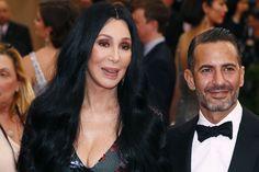 A presque 70 ans, Cher devient l'égérie de Marc Jacobs