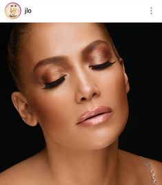 Get the Look: All the secrets of Jennifer Lopez for the ultimate summer makeup - Makeup Looks Going Out Jlo Glow, Celebrity Perfume, Celebrity Makeup, Make Up Looks, Jlo Makeup, Hair Makeup, Makeup Goals, Maquillage Jlo, Jlo Perfume