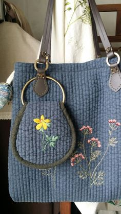 This Pin was discovered by Mav Patchwork Bags, Quilted Bag, Diy Bags Patterns, Embroidery Purse, Japanese Bag, Crochet Pouch, Fabric Bags, Casual Bags, Tote Bag