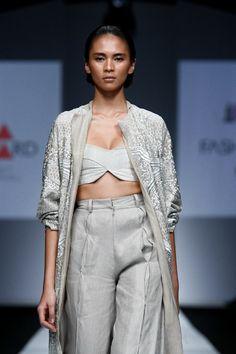 SAPTO DJOJOKARTIKO INDONESIA FASHION FORWARD SHOW Fashion Forward, Kimono Top, Runway, Earth, Embroidery, Modern, Tops, Style, In Trend